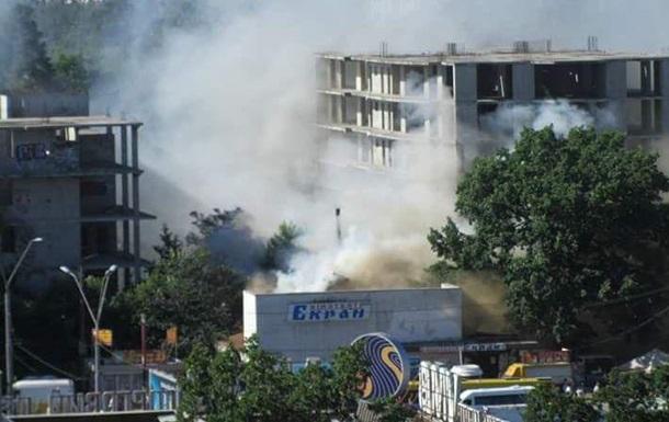 В Киеве горит кинотеатр Экран