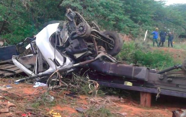 Автобус рухнул в овраг в Венесуэле: 11 человек погибли