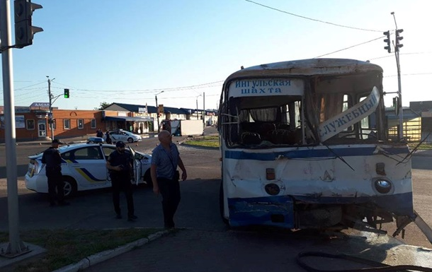 Під Кіровоградом розбився автобус з гірниками