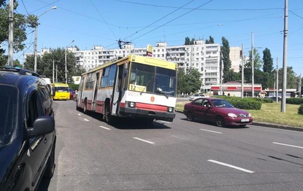 В Одессе у троллейбуса на ходу отвалилось колесо