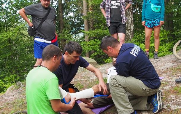 На Буковине со скалы упал турист