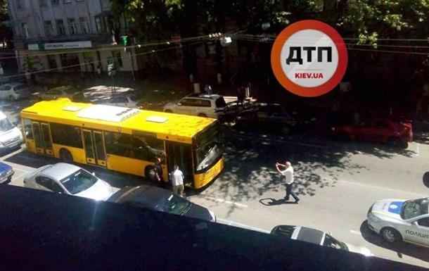 В Киеве за рулем автобуса умер водитель