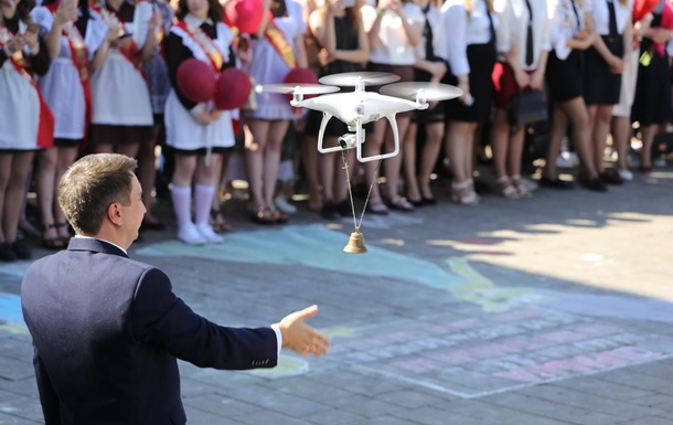В Беларуси на последнем звонке первоклассницу заменили дроном