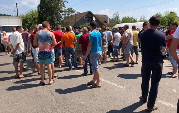 На Прикарпатье перекрыли дорогу на Буковель