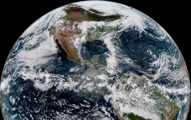 NASA показало фото Земли, снятое спутником GOES-17