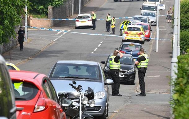 В Шотландии мужчина с ножом напал на полицейских