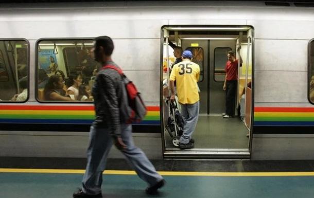 Відсутність паперу для квитків: в Венесуелі метро працює безкоштовно