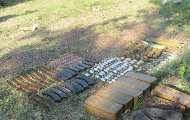 В Луганской области нашли крупный тайник оружия и боеприпасов