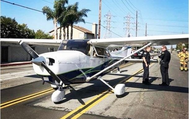 Американка вКалифорнии посадила небольшой самолет среди городской улицы