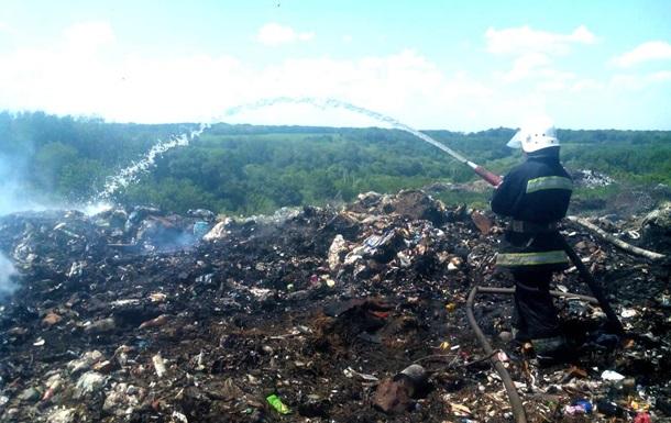 На Полтавщині четверту добу горить сміттєзвалище