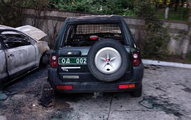 В Ровно сожгли автомобиль волонтера
