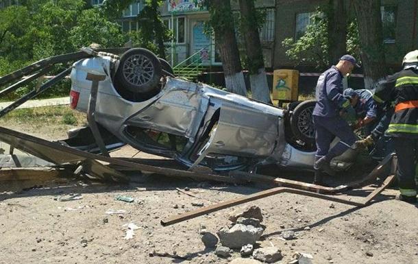 В Днепре авто снесло остановку: есть жертвы
