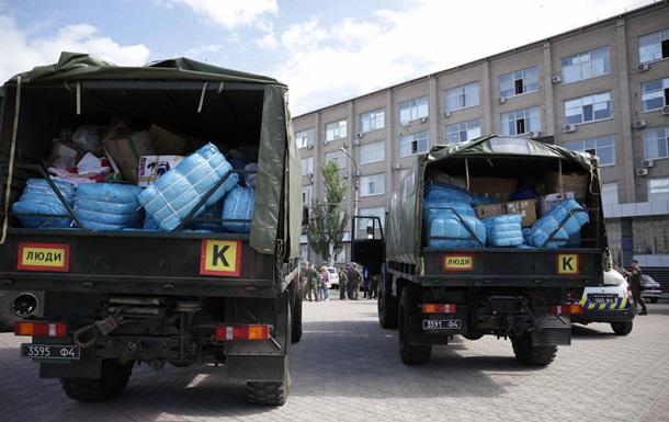 Латвия передала 12 тонн гумпомощи для Луганской области