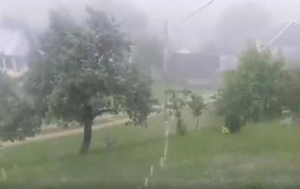 Мощный ливень с градом прошел на Закарпатье