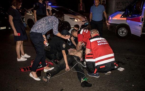 У Києві чоловік стрибнув з мосту і потрапив під автомобіль