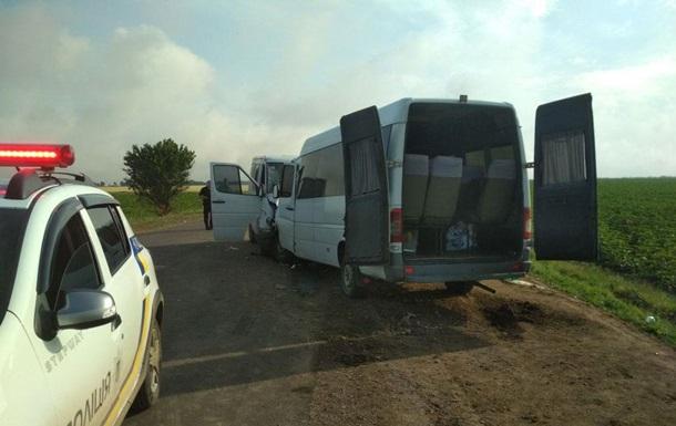 В Одеській області маршрутка потрапила в ДТП, є жертви