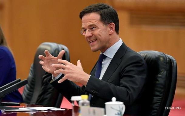 Прем єр Нідерландів особисто вимив шваброю підлогу в парламенті