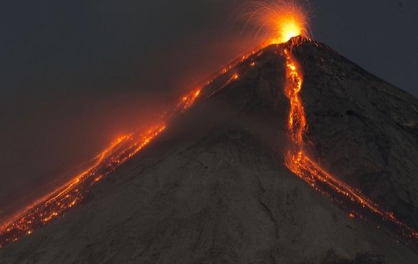 Вулкан Фуэго снова извергается