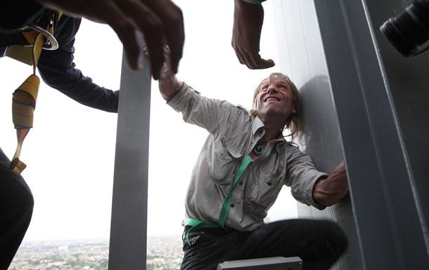 В Сеуле с небоскреба сняли французского  человека-паука