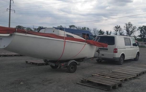 На Донбасі в пункті пропуску в українця відібрали яхту