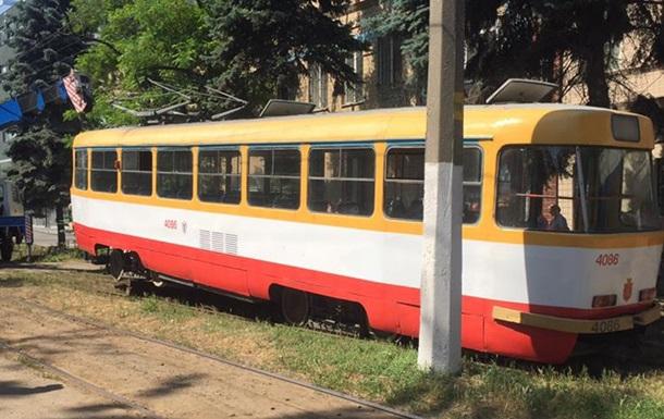В Одессе мужчина погиб под колесами трамвая
