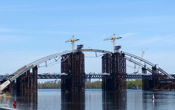 На разваливающийся мост лучше смотреть с того берега, на котором ты живёшь