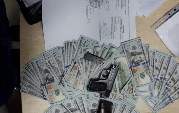 СБУ знайшла у Вишинського пістолет і трудовий договір з російським ЗМІ