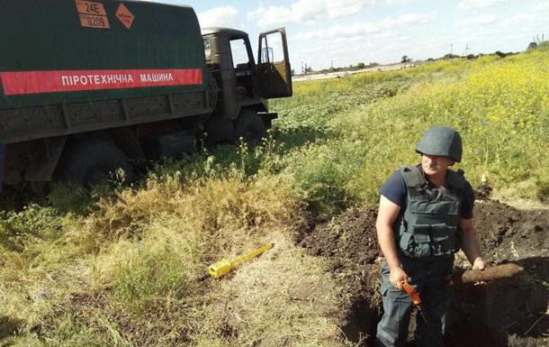 Под Харьковом в поле нашли почти 500 боеприпасов