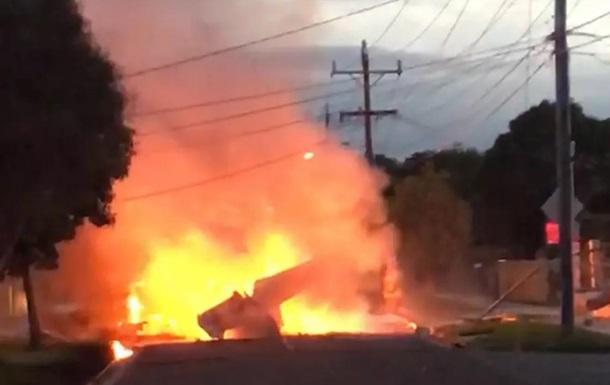 В Австралии самолет рухнул на жилой квартал