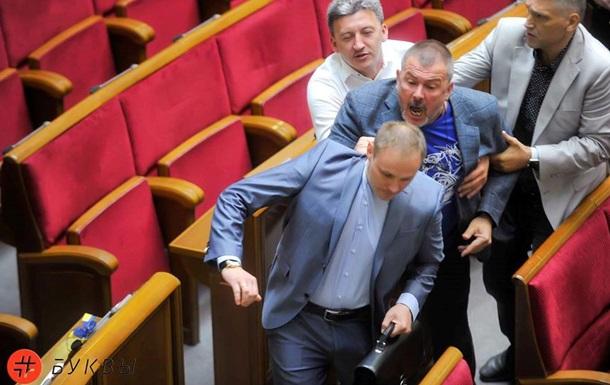 У Раді нардепи побилися через Сенцова