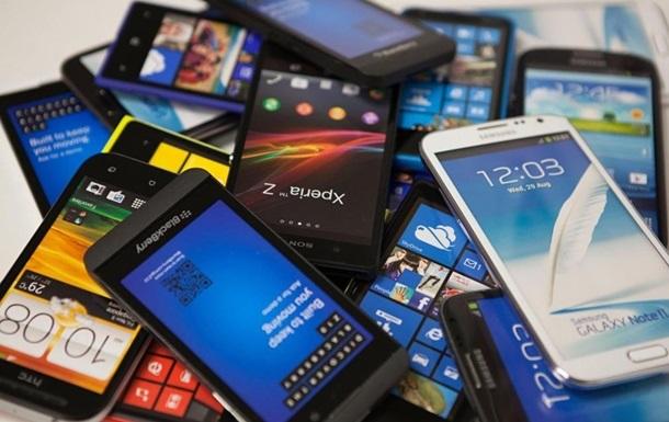 Французьким школярам заборонили користуватися смартфонами