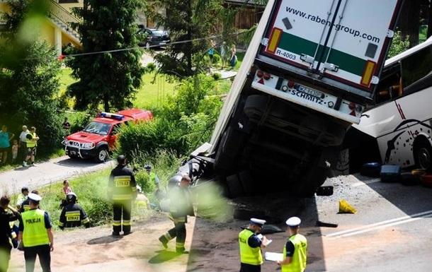 В Польше автобус с детьми врезался в грузовик
