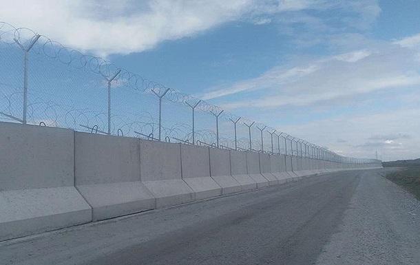 Турция построила на границе с Сирией защитную стену