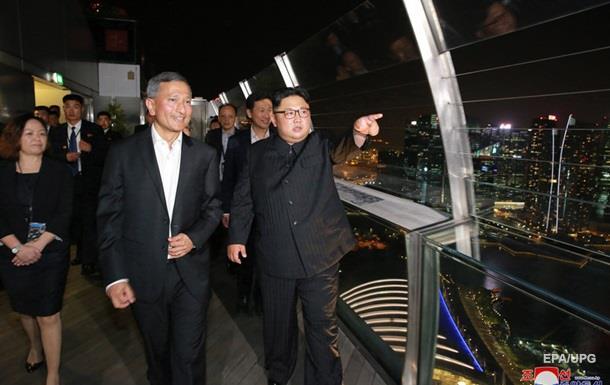 Ким Чен Ын прогулялся по ночному Сингапуру