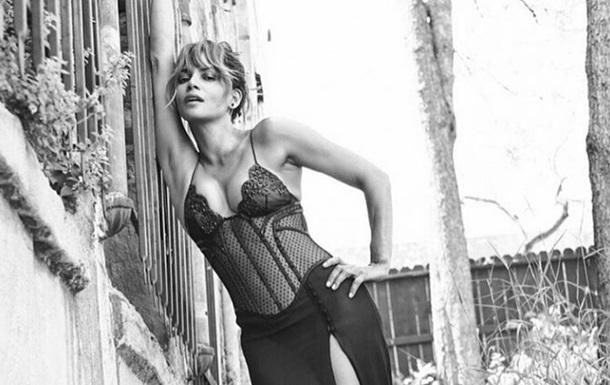 Холи Берри поддержала ЛГБТ-сообщество пикантным фото