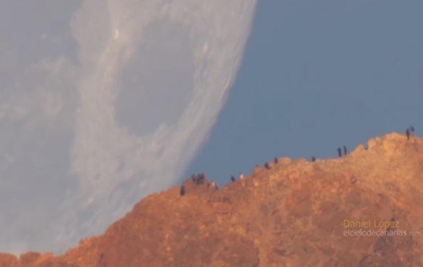 Видео заката с огромной Луной стало хитом Сети