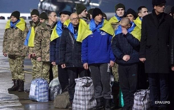 Освобожденным из плена на Донбассе начали выплачивать деньги