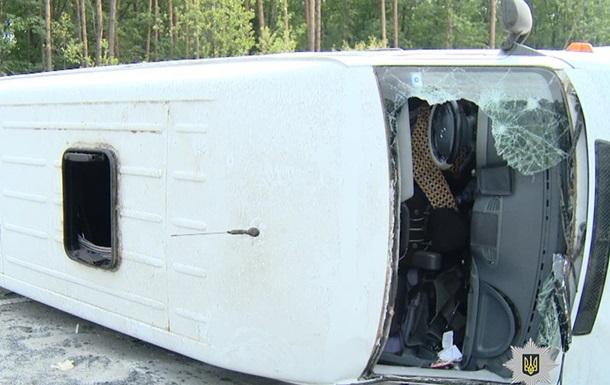 Под Житомиром перевернулся микроавтобус: четверо пострадавших
