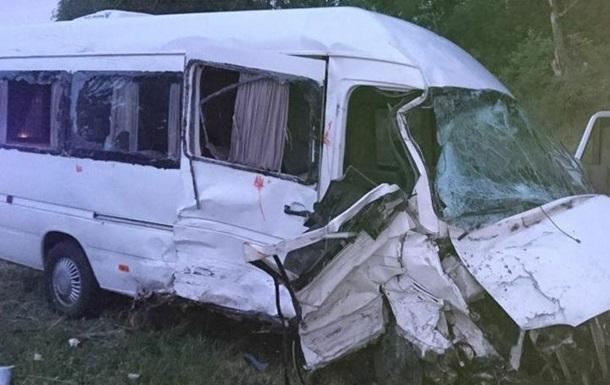 Во Львовской области столкнулись микроавтобусы, есть жертвы