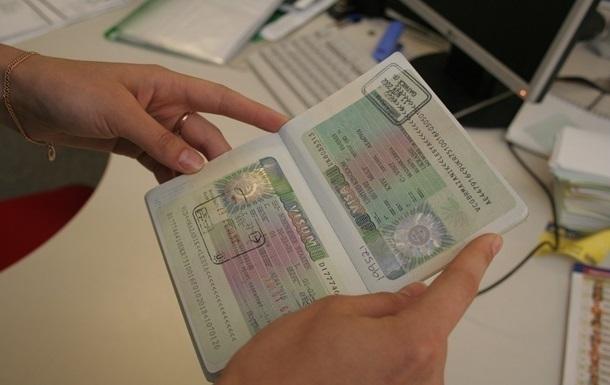 Украина откроет в России восемь визовых центров