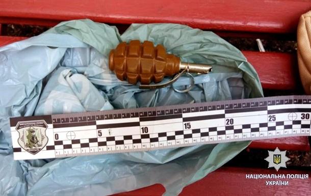 В Харькове на улице задержали мужчину с гранатой