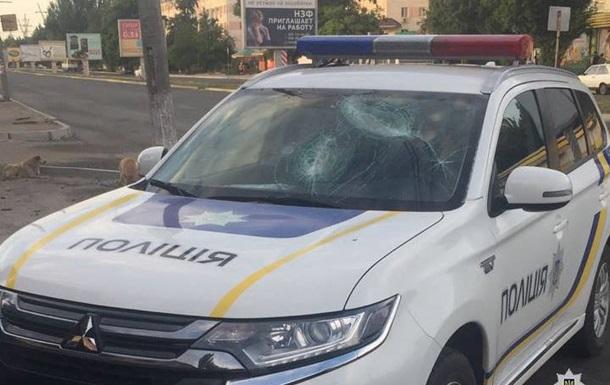 В Днепре хулиганы битами разбили полицейское авто