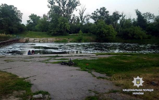 В Харькове подросток утонул, пытаясь на спор переплыть реку