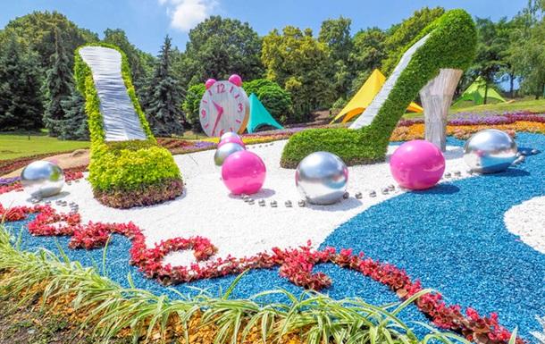 В Киеве открылась цветочная выставка Мир великанов