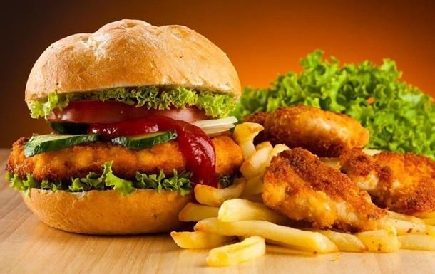 Вчені з ясували, чому шкідлива їжа викликає залежність