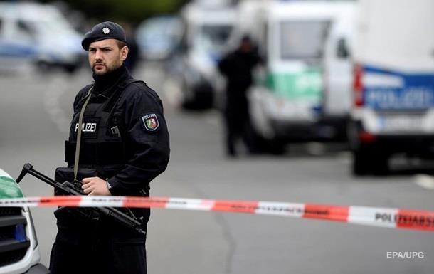 В Берлине неизвестный ранил трех человек в электричке