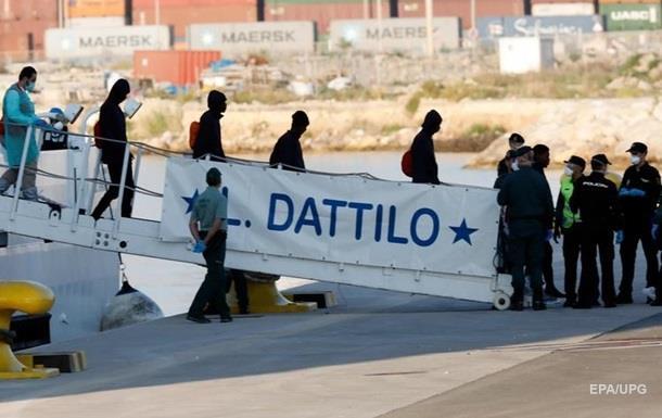 В Іспанію прибули перші біженці з судна Aquarius