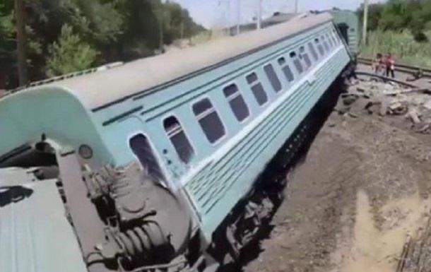 У Казахстані зійшов з рейок потяг, є жертви