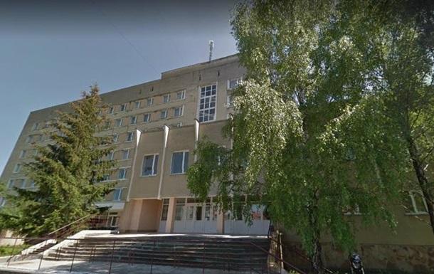 В Трускавце мужчина выбросился из окна больницы