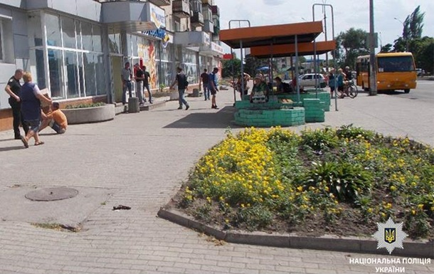 У Павлограді водій вистрілив в обличчя поліцейському